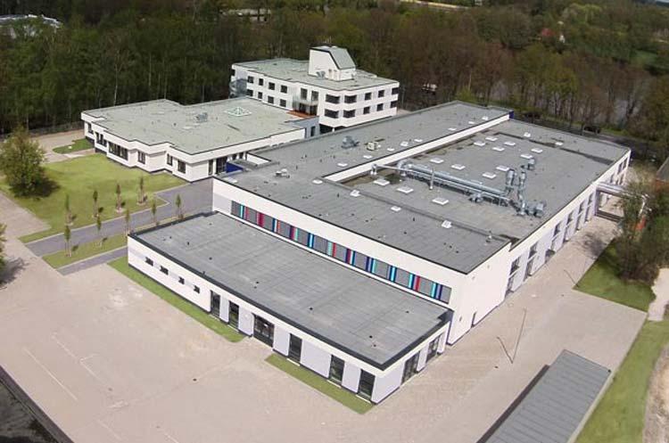 Kaum wieder zu erkennen ist das 1976 errichtete Berufsbildungszentrum (BBZ) der Handwerkskammer Oldenburg in Tweelbäke, das jetzt neu eröffnet wurde.