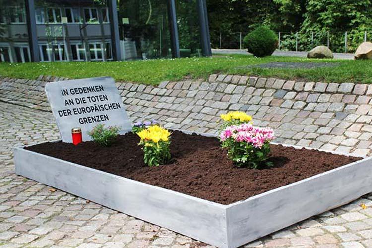 Das Oldenburgische Staatstheater beteiligt sich an den Aktionen, die auf die Flüchtlingssituation und die Toten an den europäischen Grenzen aufmerksam machen wollen.