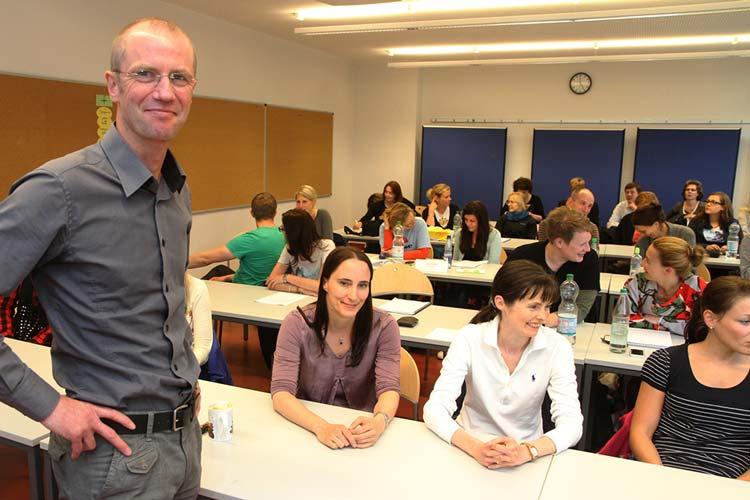 Prof. Dr. Olaf von dem Knesebeck referierte in der Jade Hochschule in Oldenburg über soziale Einflüsse auf die gesundheitliche Versorgung.