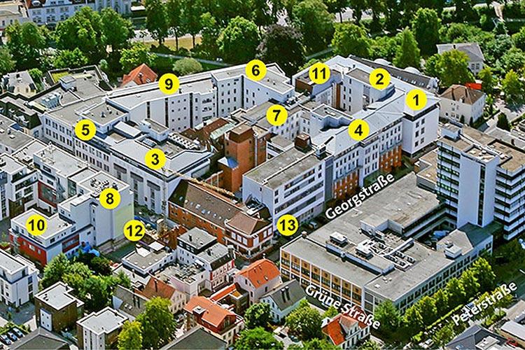 Auf dem zwei Jahre alten Foto des Pius-Hospitals ist das ehemalige Schwesternwohnheim (zwischen den Punkten 3 und 13) noch zu sehen. Mittlerweile wurde es abgerissen, um Platz für den neuen F-Flügel zu schaffen.