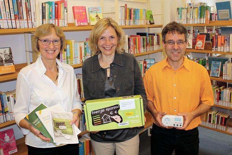 Die Stadtbibliothek Oldenburg bietet gemeinsam mit dem Umweltbundesamt das Stromsparpaket für Bibliotheken an. Mit einem Strom-Messgerät können Elektrogeräte als Stromfresser entlarvt werden.