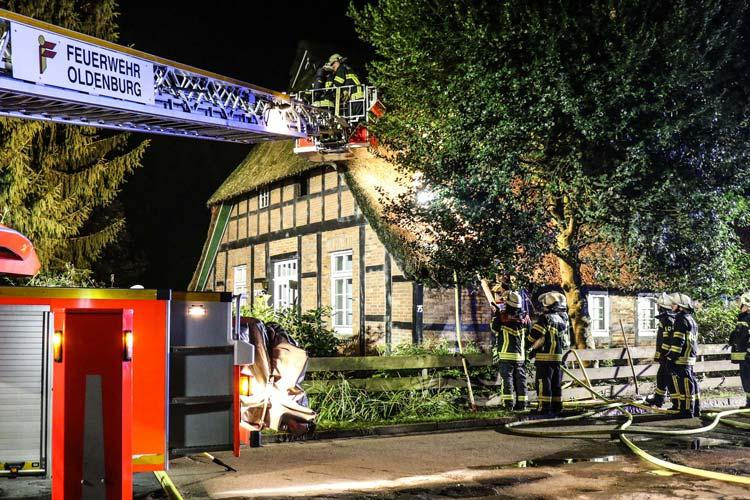 In Donnerschwee wurde vermutlich ein Hausdach in Brand gesteckt.