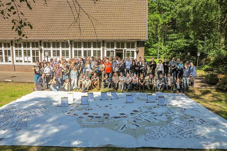 Im Juni trafen sich Bürger, um ihre Ideen zum Oldenburger Fliegerhorst einzubringen. Die Ergebnisse der Workshops können in der Dokumentation nachgelesen werden.