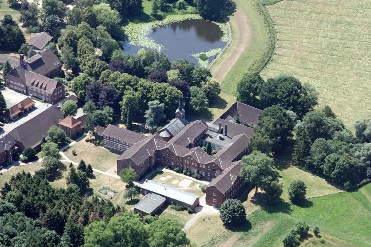 Das ehemalige Kloster Blankenburg in Oldenburg wird wieder als Erstaufnahmestandort in Niedersachsen für bis zu 600 Flüchtlinge eingesetzt.