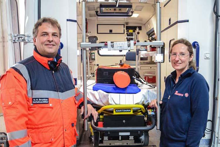 Für Niels-Holger Brunkau und Sonja Stolle ist der schnelle Einsatz Alltag. Beide bilden Notfallsanitäter bei den Johannitern aus.