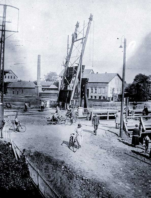 Die Cäcilienbrücke wurde 1926 und 1927 gebaut.
