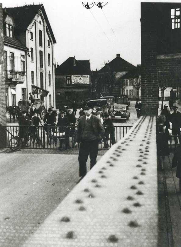 Schon immer warteten die Oldenburger geduldig vor der geschlossenen Cäcilienbrücke.