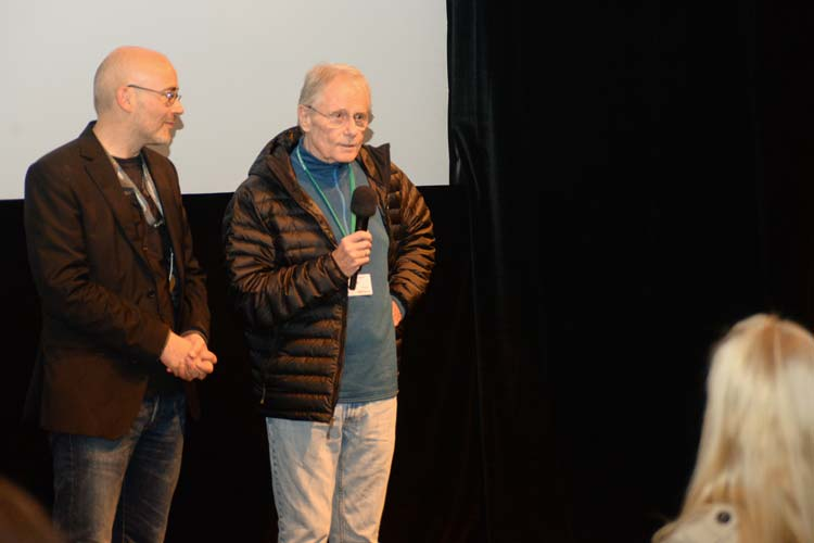 Der Profi George Armitage hatte großes Verständnis und plauderte über seinen Film aus dem Jahr 1997. Festivalchef Torsten Neumann rettete die Situation und überredete die Gäste, ihm ins Casablanca zu folgen, denn dort lief der Film zeitgleich.