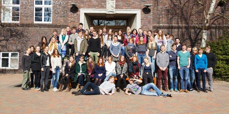 Die Abiturienten der Freien Waldorfschule Oldenburg unterstützen mit dem Verkaufserlös ihres Abibuchs das Flüchtlingsprojekt RadFix.