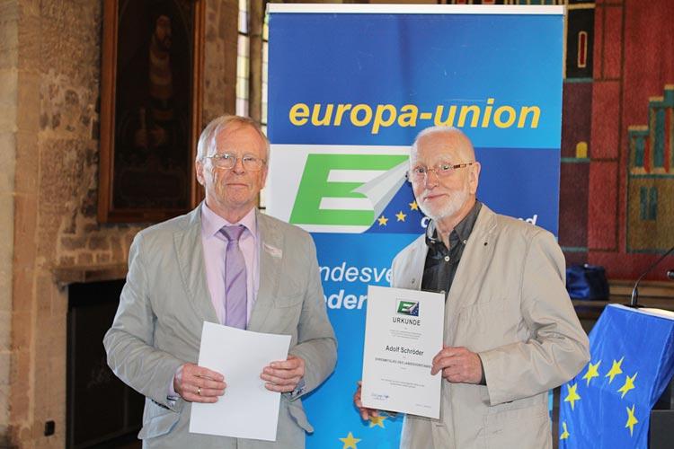 Der Landesvorsitzende Wolfgang Zapfe ernannte Adolf Schröder zum Ehrenmitglieds des Landesvorstandes der Europa-Union Niedersachsen.