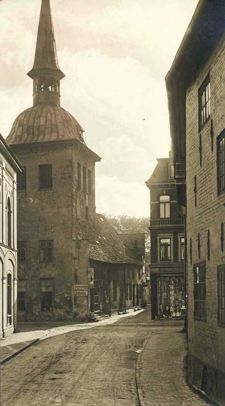 Die Oldenburger Wallstraße und der Lappan um 1900.