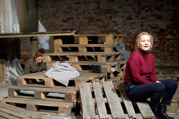 Eine nicht umerziehbare Frau des Oldenburgischen Staatstheaters ist ein großartiges Stück Theater als deutsche Erstaufführung.
