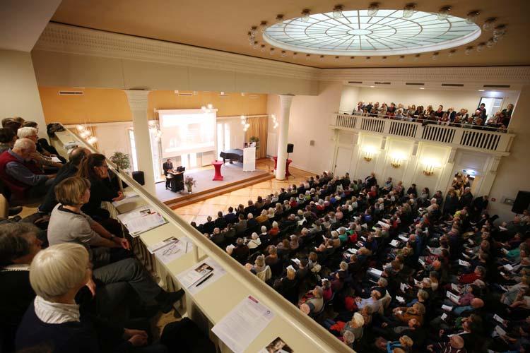 Das Interesse an der Veranstaltung über Demenz im Alten Landtag in Oldenburg war enorm. Rund 300 Zuhörer aus Oldenburg und der Region informierten sich über das Krankheitsbild und neueste Erkenntnisse.