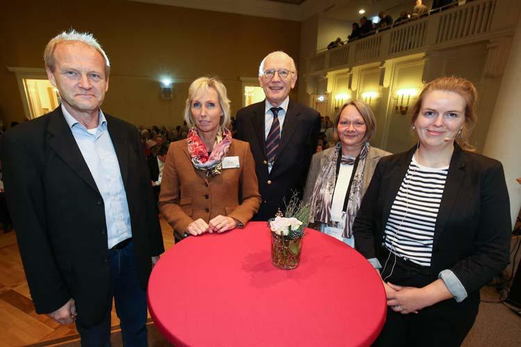 Rita Wick, Gerd Pommer und Christiane kern vom DemenzNetz Oldenburg mit den Referenten Franz Theuring und Eske Gertje.