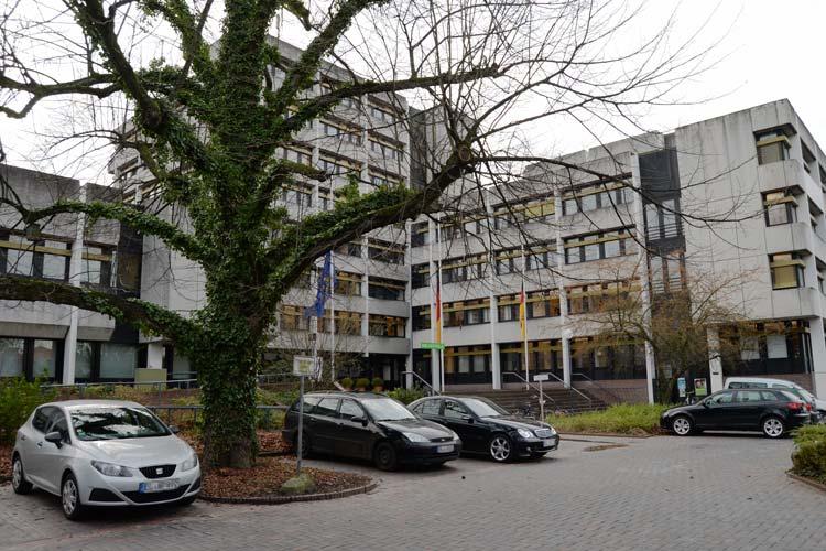 Das Finanzamt Oldenburg ist marode. Ob es saniert oder abgerissen wird, wird derzeit geklärt.