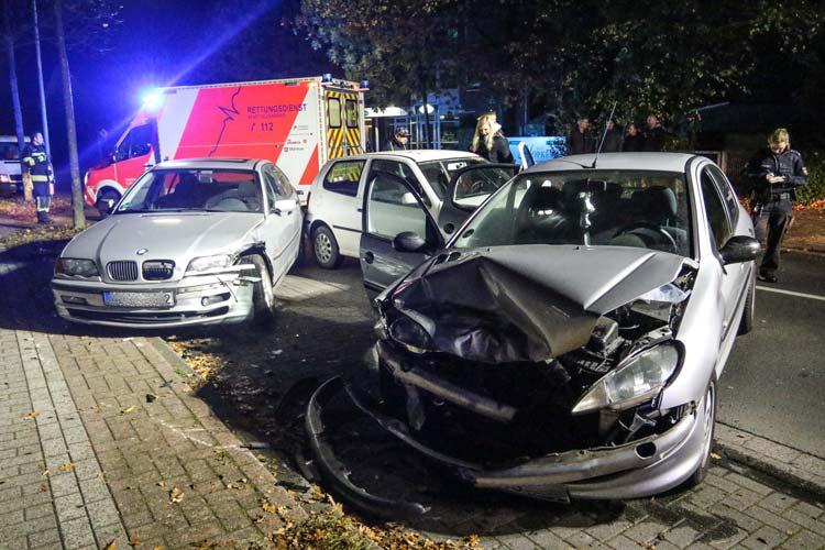 Ein 21-jährige Fahrer eines Peugeot ist gestern Abend auf der Bloherfelder Straße in Höhe des Quellenweges ins Schleudern geraten.