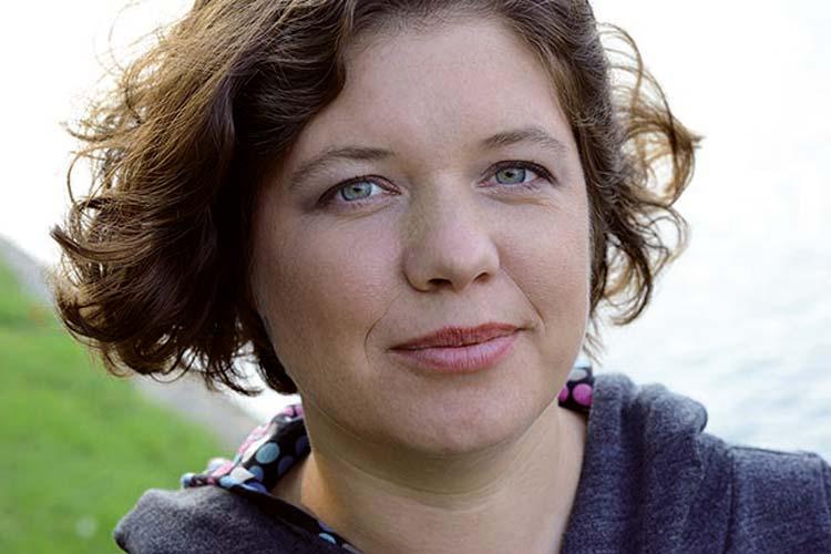 Die Journalistin und Autorin Julia Friedrichs stellt ihr Buch Wir Erben – Was Geld mit Menschen macht in Oldenburg vor.