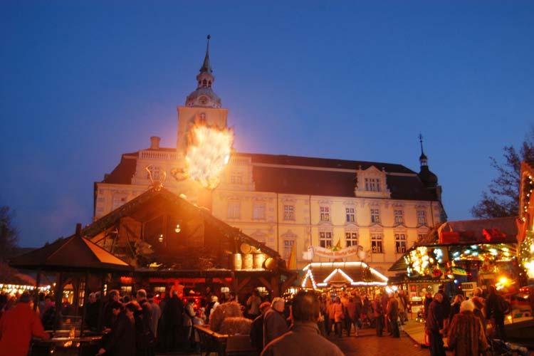 Die Stadt Oldenburg sucht Chöre und Interpreten für den Lamberti-Markt.