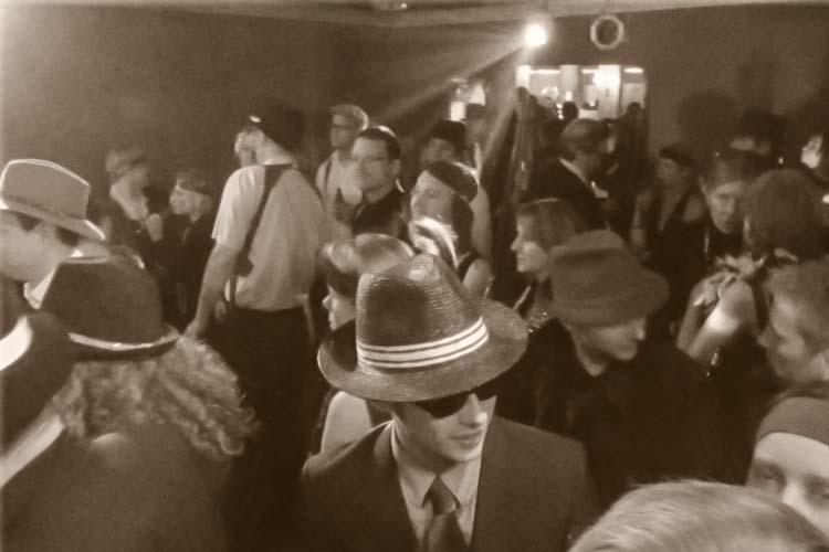 Die ehrenwerte Gesellschaft trifft sich am Samstag, 7. November, im Oldenburger Polyester zu einer Mafia-Party.