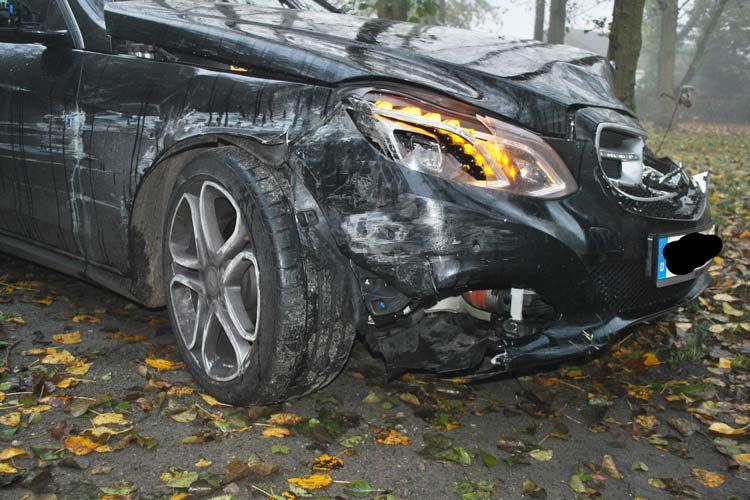 Metallische Schleifgeräusche eines Fahrzeugs, die im Gebäude der Autobahnpolizei zu hören waren, lösten heute Morgen einen Einsatz aus.