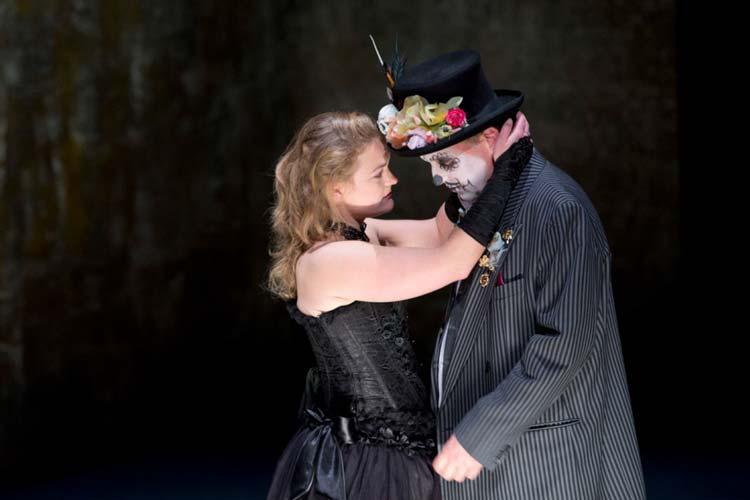 Der Skandal von einst und das Thema Feminismus wird bei der Premiere von Nora im Oldenburgischen Staatstheater zum Psychokrimi erster Garde.