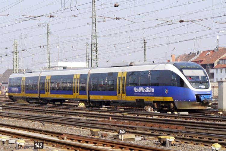 Heute fuhr ein Zug der NordWestBahn zwischen Hude und Delmenhorst in einen Lkw. Die Bahnstrecke zwischen Oldenburg und Bremen ist gesperrt.