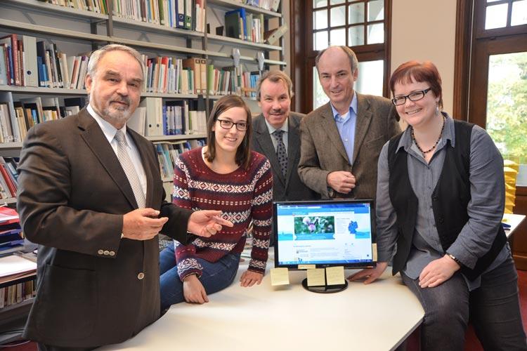 Das Team der Oldenburgischen Landschaft freut sich über den medialen Dreiklang: Thomas Kossendey, Anne Rinke (FSJ Kultur), Dr. Michael Brandt, Dr. Jörgen Welp und Sarah-Christin Siebert.