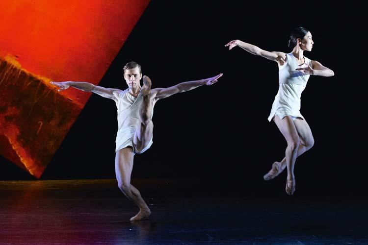 Im Großen Haus des Oldenburgischen Staatstheaters wird wieder getanzt: Probenfoto von Tripped Itch von Ashley Page.