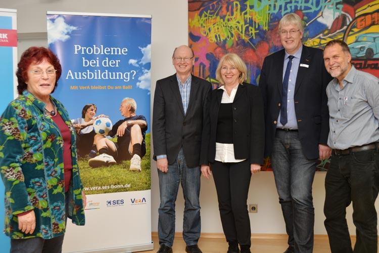 Siegrid Schwengber, Heinz Auktun, Astrid Kloos, Ludger Wester und Seniorexperte Bernd Munderloh zogen Bilanz nach sechs Monaten VerA.
