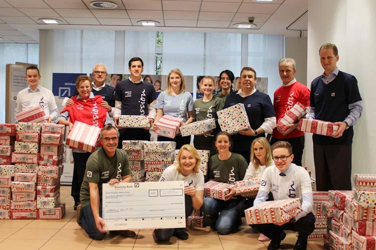 Seit 2001 bringt der Verein Round Table Ammerland mit einem Weihnachtskonvoi Geschenkpäckchen zu hilfsbedürftigen Kindern nach Osteuropa.