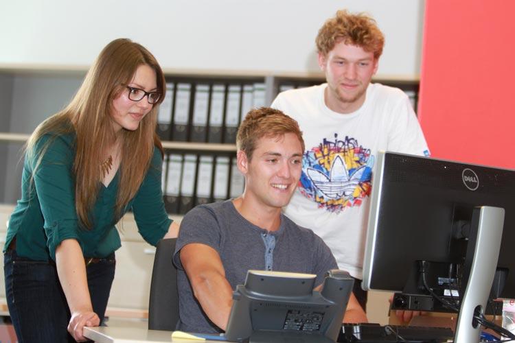 Das Karriereportal der Jade Hochschule bringt Arbeitgeber und Studierende zusammen.