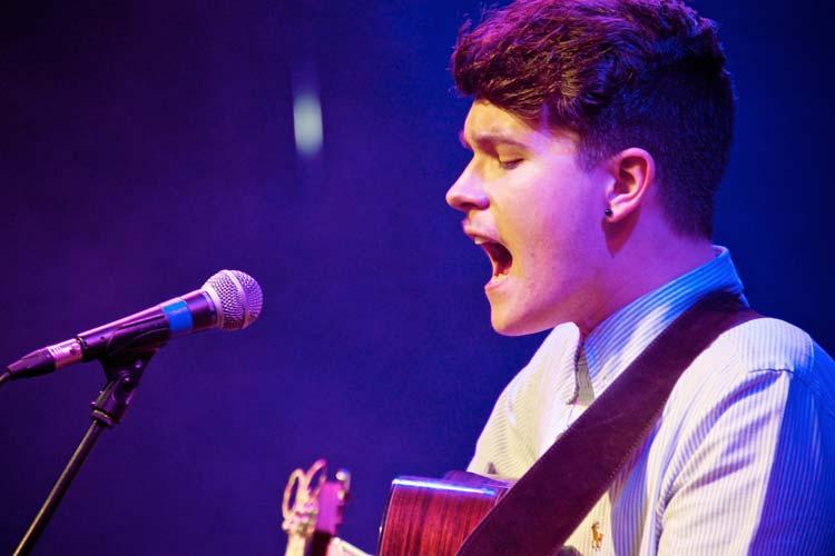 Luke Jackson zeigt am 2. Dezember in der Kulturetage Oldenburg sein herausragendes musikalisches Talent.