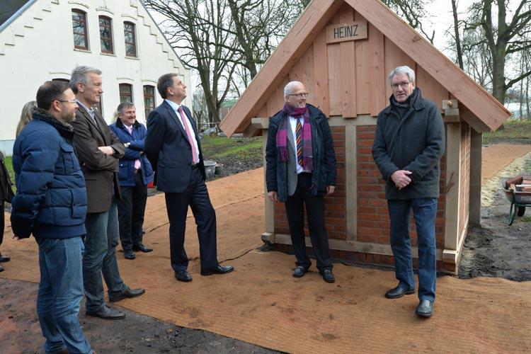 Das Backhaus wurde auf den Namen Heinz getauft – in Anlehnung an den ehemaligen Stadtjugendpfleger Heinz Backhaus. Er habe bbf sustain bei der Suche nach einem geeigneten Objekt für das Projekt auf den Rohdenhof aufmerksam gemacht, erläuterte Erwin Böning.