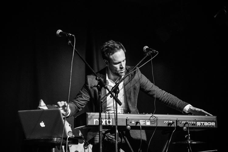 Der Musiker und Komponisten Christoph van Hal hat im November am Profi Slam in Oldenburg teilgenommen. Er wird als Dozent einen der Workshops des Composer Slams leiten.