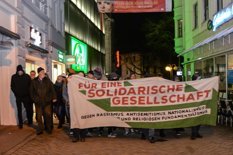 Rund 250 Demonstranten zogen gestern Abend durch die Oldenburger Innenstadt.