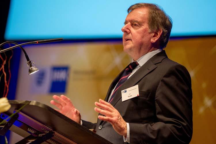 Gert Stuke, Präsident der Oldenburgischen Industrie- und Handelskammer, begrüßte 700 Leute beim IHK-Neujahrsempfang.