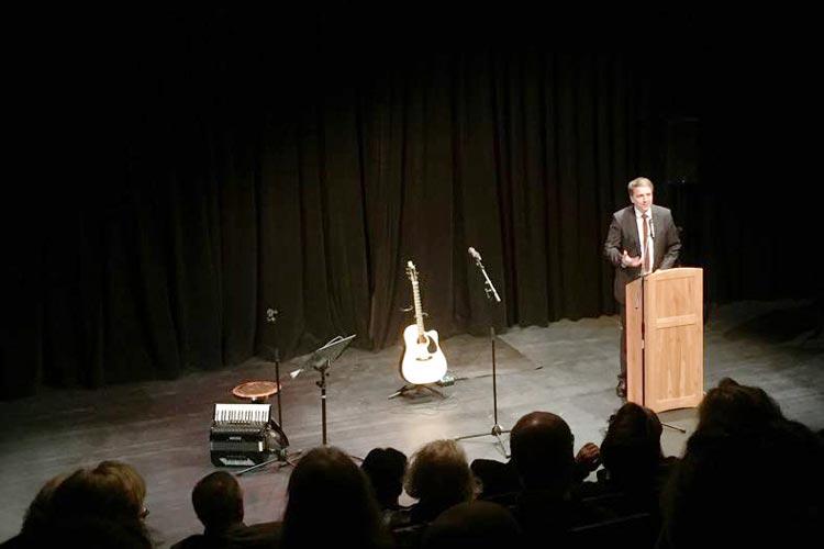 Oberbürgermeister Jürgen Krogmann überbrachte die Glückwünsche der Stadt Oldenburg an die Kulturetage.