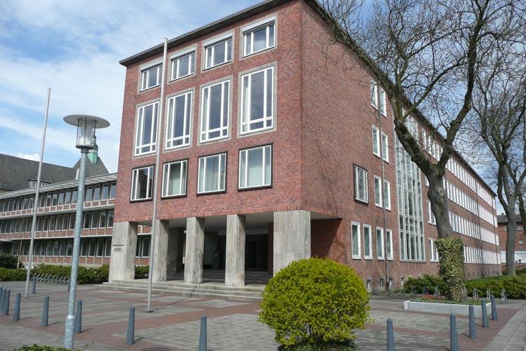 Das Oberlandesgericht Oldenburg hat einen Lkw-Fahrer zur Zahlung in Höhe von 60 Euro verurteilt.