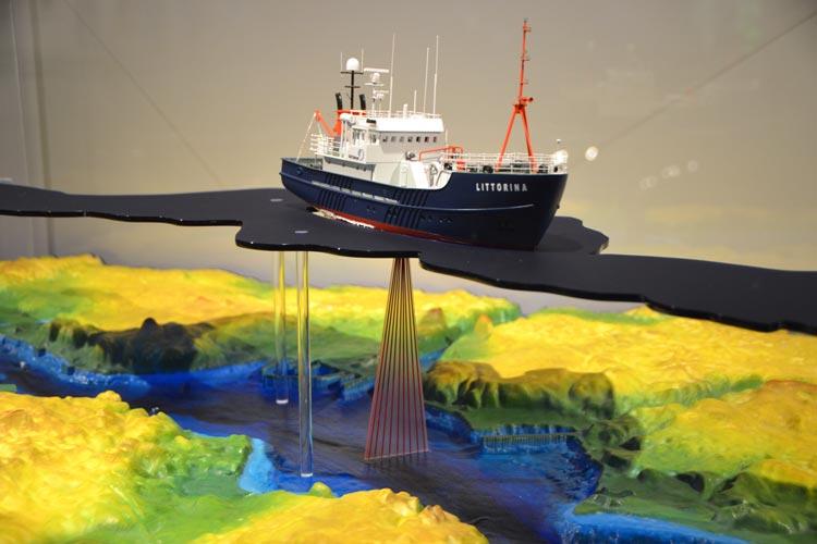 An Modellen wie diesem wird im Oldenburger Landesmuseum Natur und Mensch erklärt, wie das Fächerecholot funktioniert.