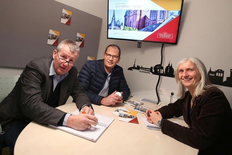 Helmut Jordan und Silke Fennemann begrüßten das neue Vorstandsmitglied Lutz Stratmann zu einem ersten Arbeitsgespräch in den Räumlichkeiten des Oldenburger Verkehrvereins.