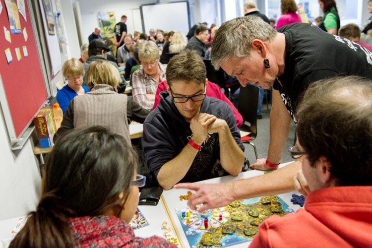 In der Bremer Volkshochschule finden die 9. Bremer Spiele-Tage statt. Auf drei Etagen werden mehr als 1000 Spiele vorgestellt.