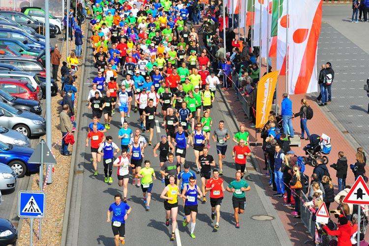Der Straßenlauf um das famila Einkaufsland Wechloy in Oldenburg findet am 10. April statt.