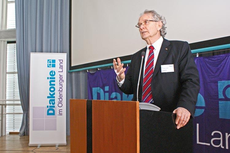 Wanderungen gehören zur menschlichen Existenz, erklärte Prof. Dr. Klaus Bade anlässlich der Fachtagung Migration, zu dem die Diakonie im Oldenburger Land ins Kulturzentrum in Oldenburg eingeladen hatte.