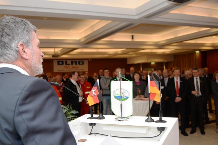 Der Vorsitzende der DLRG Bad Zwischenahn, Klaus Klar, begrüßte rund 150 Gäste in der Wandelhalle.