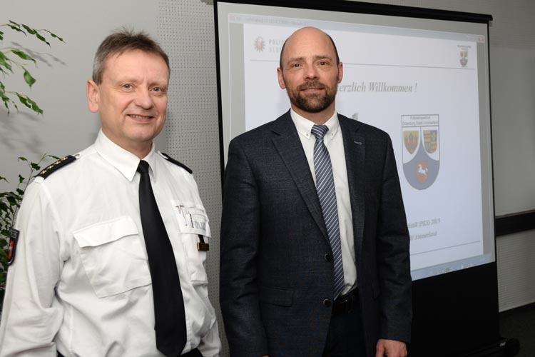 Der Leiter der Polizeiinspektion Oldenburg-Stadt / Ammerland, Eckhard Wache, und Polizeidirektor Thomas Weber stellten die Polizeiliche Kriminalstatistik 2015 vor.