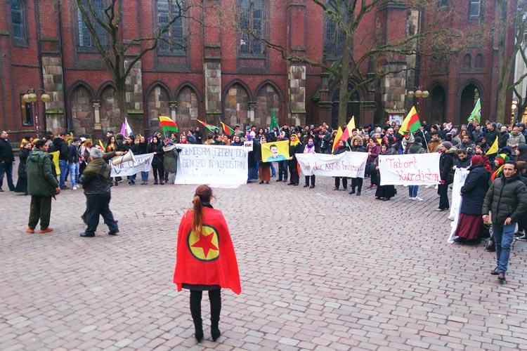 Kurden demonstrieren in Oldenburg.