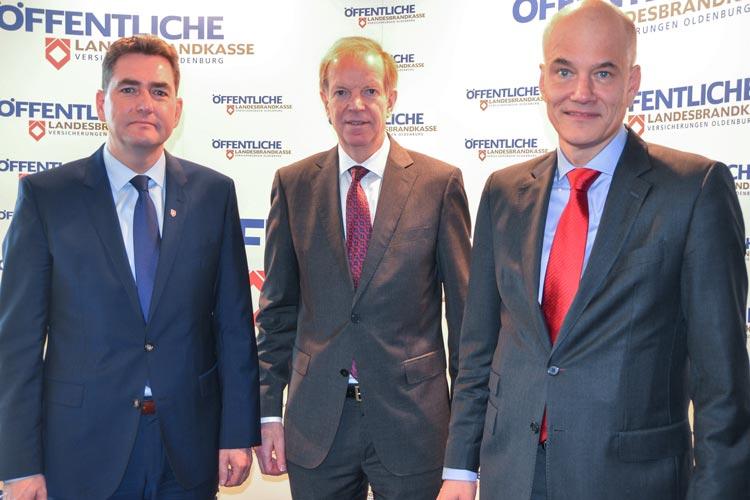 Jürgen Müllender, Franz Thole und Dr. Ulrich Knemeyer vom Vorstand der Öffentlichen Versicherungen stellten das Jahresergebnis 2015 vor.