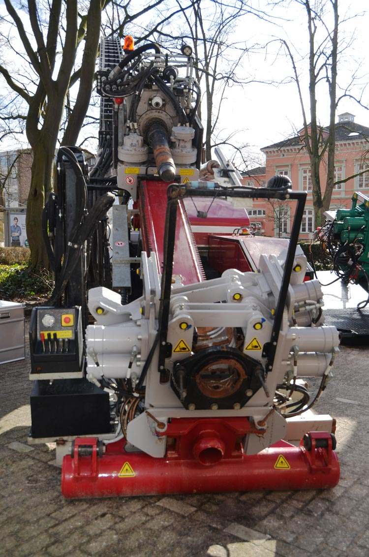 Für viel Aufmerksamkeit sorgte diese Kompakt-Bohranlage auf dem Oldenburger Rohrleitungsforum.