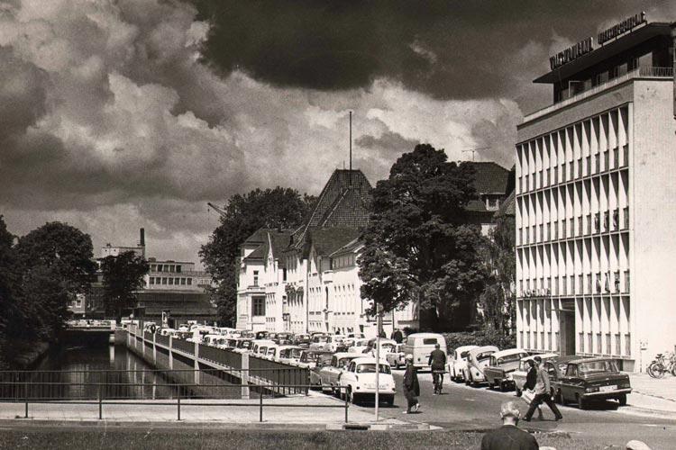 In den 1960er Jahren zog die VHS-Geschäftsstelle in den Staugraben um.