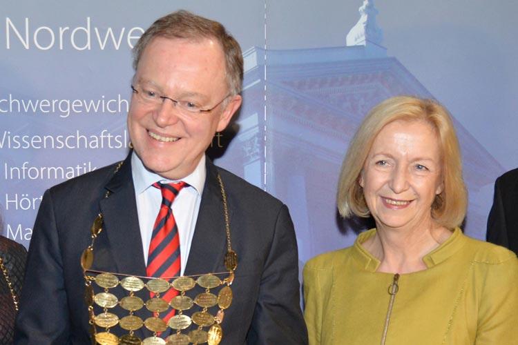 Am Montag wird der amtierende Grünkohlkönig, Ministerpräsident Stephan Weil, die Insignien der Oldenburger Macht an Bundesbildungsministerin Johanna Wanka überreichen.